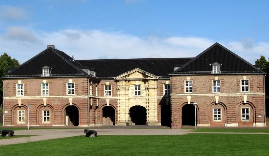 Die Zitadelle in Wesel aus dem Jahr 1687 wurde von Friedrich Wilhelm I. errichtet und beherbergt heute das Stadtarchiv, eine Musik- und Kunstschule sowie das Städtische Museum. (#5)
