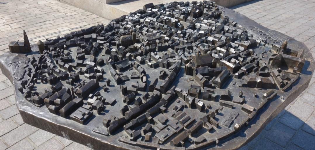 Fast wie eine Modelleisenbahn zeigt sich der Miniaturstadtplan von Freiberg/Sachsen. Dicht an dicht reihen sich hier die Häuser und Kirchen der Altstadt. Der Freiberger Dom, Obermarkt und Untermarkt - alle sind in Miniatur zu sehen. (#4)