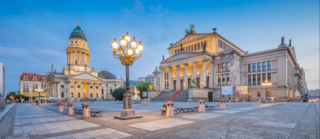 Fast jede Stadtrundfahrt durch Berlin führt früher oder später zum Gendarmenmarkt. (#1)