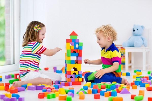 Vergess die Spielsachen nicht, Bücher, naschsachen beschäftigen die Zwerge schon eine Weile