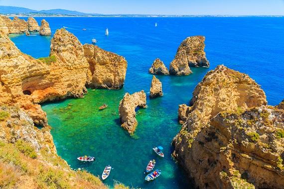 Urlaubsluft in der Algarve schnuppern, wenn man dieses wunderschöne, farbenprächtige Bild anschaut, kann man kaum gkauben, dass es echt sein soll.