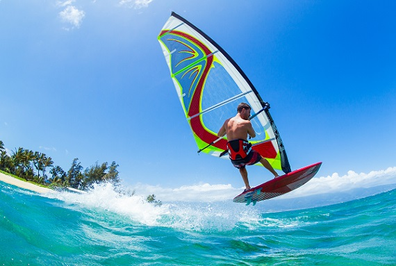 Wenn sie es lieben auf hohen Wellen zu surfen, sind sie in der Algarve genau richtig