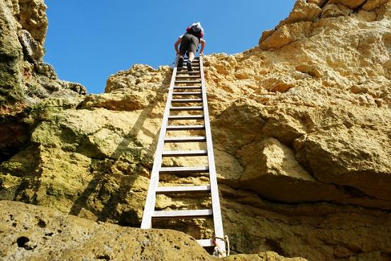 Die Algare lädt nicht nur zum Sonnenbaden ein, zum schwimmen, surfen, nein man kann auch wandern, Berge erklimmen