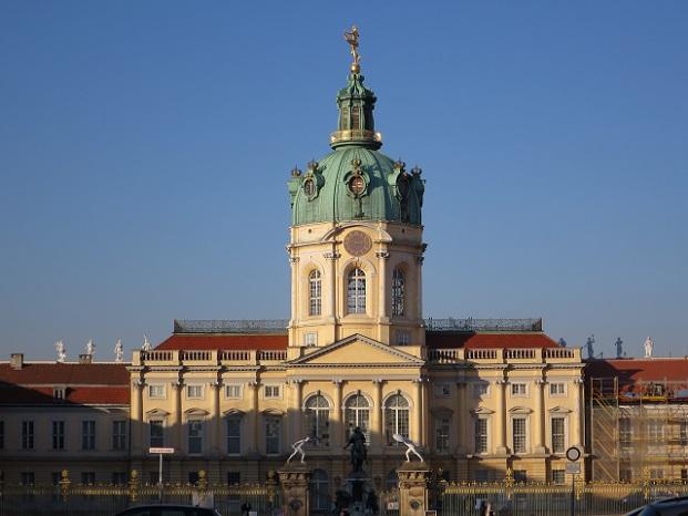 Ist der Rucksack oder der Picknickkorb gut gefüllt, geht es per S-Bahn oder U-Bahn zum Schlosspark Charlottenburg.
