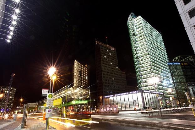 Eine gute Anlaufstelle für englischsprachiges Kino ist das CineStar Imax-Theater im Sony Center.