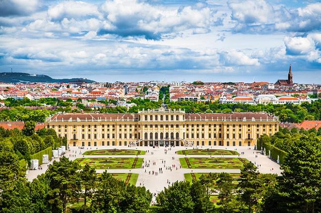Erhabene Wiener Barockbauten aus der Kaiserzeit ,die Salzburger Festspiele und die weitläufigen, oberösterreichischen Landstriche um die Region Linz bis hin zu den lokalen kulinarischen Highlights. (#02)