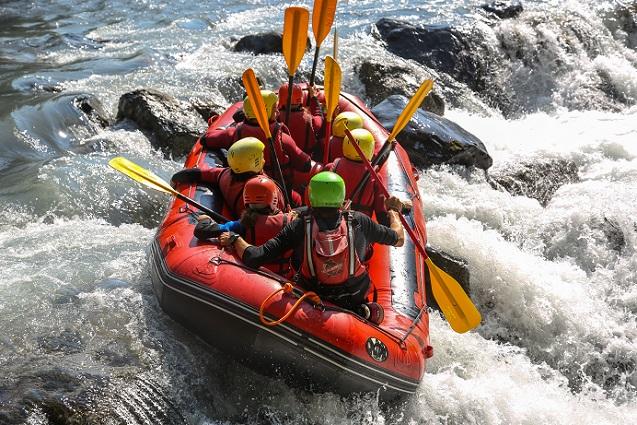 Ein reißender Fluss, ein kleines Boot und ganz viele Stromschnellen – wenn hier das Adrenalin nicht nach oben steigt, dann muss man schon ganz schön abgebrüht sein. (#03)