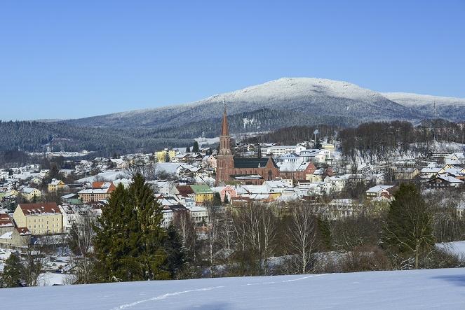 Nur wenig mehr als 9000 Einwohner leben in Zwiesel, dem anerkannten Luftkurort in Bayern.(#19)