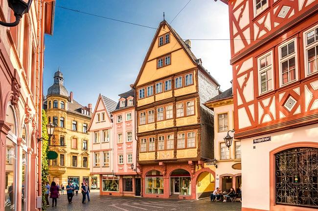 Die Landeshauptstadt von Rheinland-Pfalz wartet mit einer besonderen Lebensart und einem einzigartigen Flair auf. (#02)