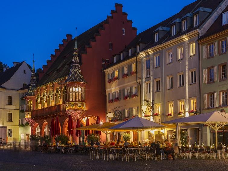 """Das """"Tor zum Schwarzwald"""" liegt im Südwesten des Bundeslandes Baden-Württemberg und befindet sich in der wärmsten Region Deutschlands. (#12)"""