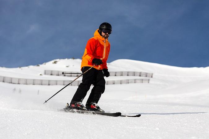 Moderne Kleidung wie Skijacken von Schöffel lassen sich auf ein vergleichsweise kleines Packmaß zusammenfalten und gut verstauen. (#01)