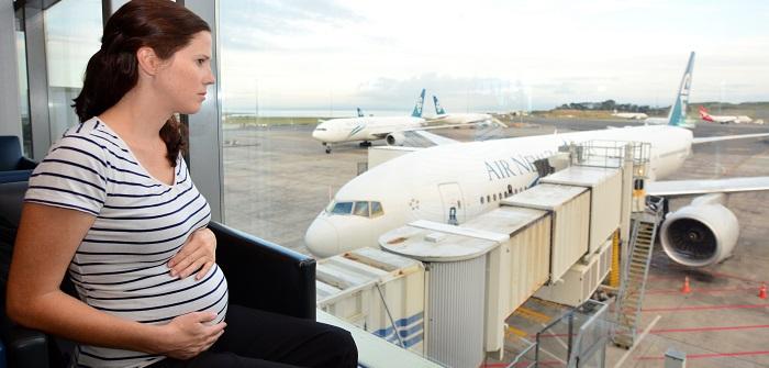 Fliegen in der Schwangerschaft: Das gilt es zu beachten!