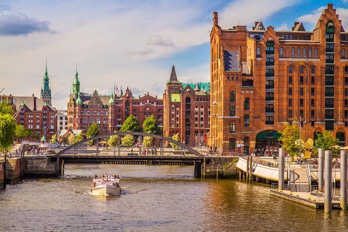 Einfach nur spannend ist es, mit der ganzen Familie Hamburg zu entdecken. Die Hansestadt hat einen ganz besonderen Charme. (#01)