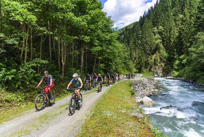Natürlich darf auch die Information über die Tour bzw. die Region nicht fehlen. Dabei helfen einem die Radwanderkarten für Deutschland, die im Internet sowie in Outdoor-Geschäften und in Buchhandlungen erhältlich sind. (#01)