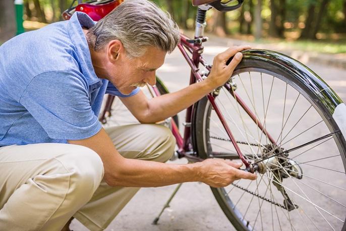 Neben der Routenplanung muss natürlich ein Check durchgeführt werden. Hier geht es vor allem darum, dass das Fahrrad keine Beschädigungen aufweist und perfekt funktioniert. (#03)