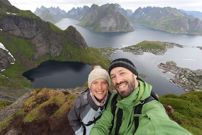 In Norwegen übt die Landschaft ebenfalls einen großen Reiz auf die Wanderer aus. Vor allem die atemberaubende Küstenlinie lockt viele Urlauber hierher. (#02)