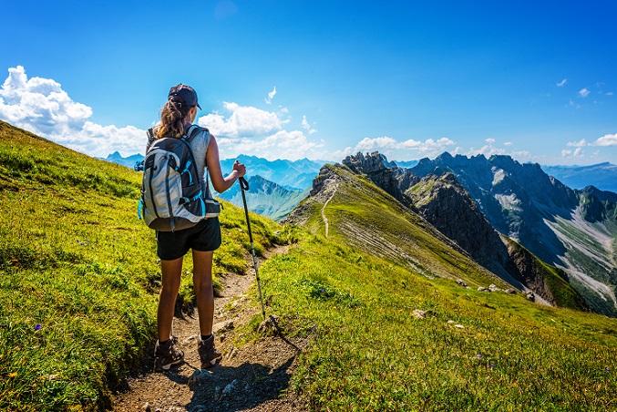 Für den Wanderurlaub oder ein aktives Wochenende in Deutschland kommen die Naturlandschaften im Allgäu und im Sauerland infrage, der Schwarzwald sowie die Lüneburger Heide. In jedem Bundesland gibt es Interessantes zu entdecken. (#04)