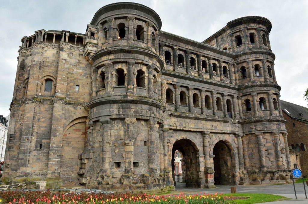 Trier: Bilder der Porta Nigra, dem Vermächtnis aus der Römerzeit sowie dem Amphitheater, den Barbarathermen, den Kaiserthermen, der Konstantinbasilika und des Doms finden sich in jedem Album eines Moselurlaubers. (#5)