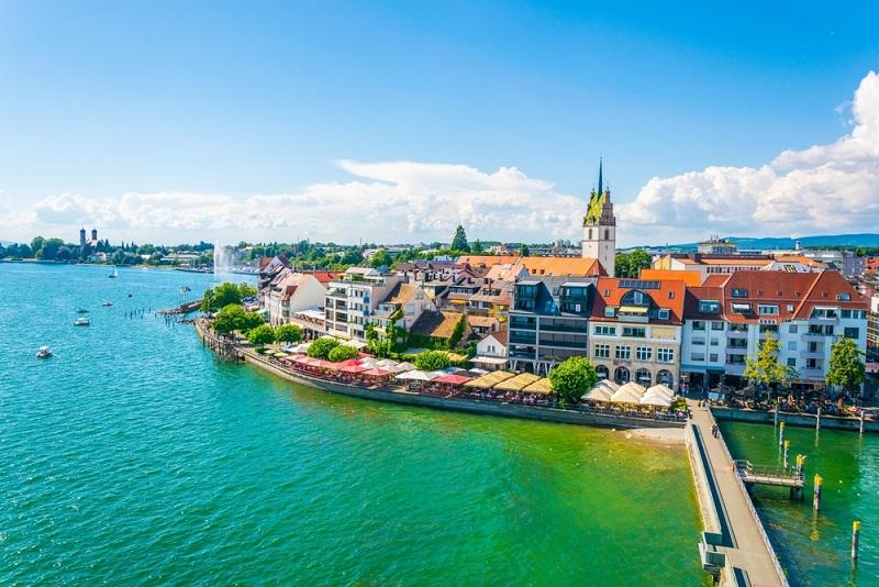 Das Deutsche Jugendherbergswerk führt in den Städten Überlingen, Lindau und Friedrichshafen je eine Jugendherberge, die als etwas ganz Besonderes gilt. (#01)