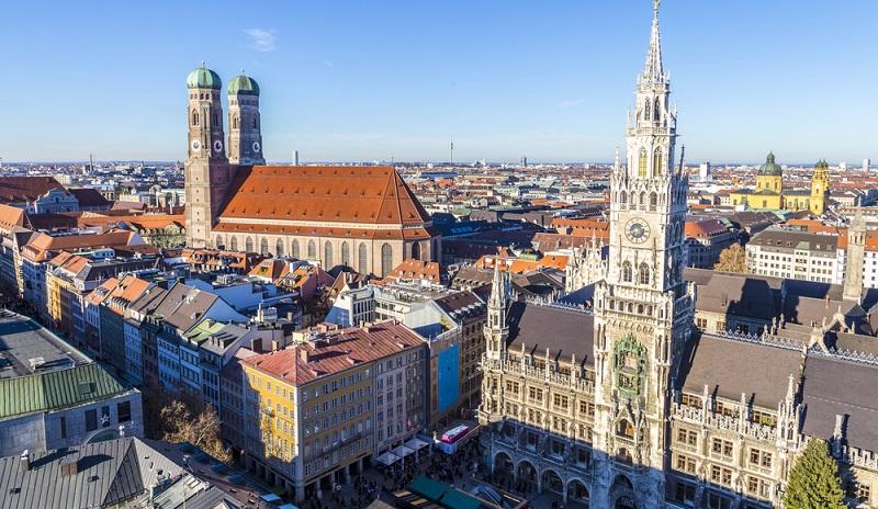 Wer ein Haus in Neufahrn mieten möchte, für den kann es interessant sein, sich die unmittelbare Umgebung anzusehen. Denn schließlich investiert man nicht zuletzt auch in den Standort der Immobilie oder des Hauses. Neufahrn kann zum einen durch die unmittelbare Nachbarschaft zu München punkten, hat aber auch eine hervorragende Anbindung an den öffentlichen Nahverkehr und auch an den Flughafen in München. (#01)
