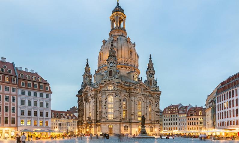 Von einem traditionellen und dennoch dynamischen Ausgangspunkt wie Leipzig bis hin zur einmaligen und atemberaubenden Landschaftskulisse des Elbsandsteingebirges. (#01)