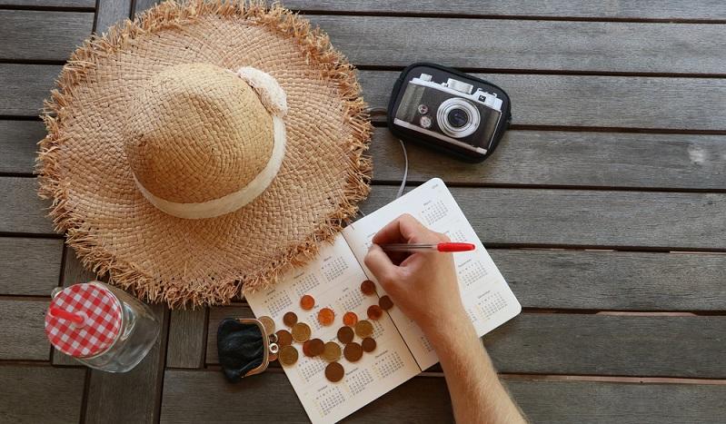 Möglicherweise ist es sinnvoll, zuerst den Kreditantrag für das Reisegeld zu stellen und erst nach der Bewilligung den Urlaub im Detail vorzubereiten. So weiß man, welches Budget man zur Verfügung hat. (#02)