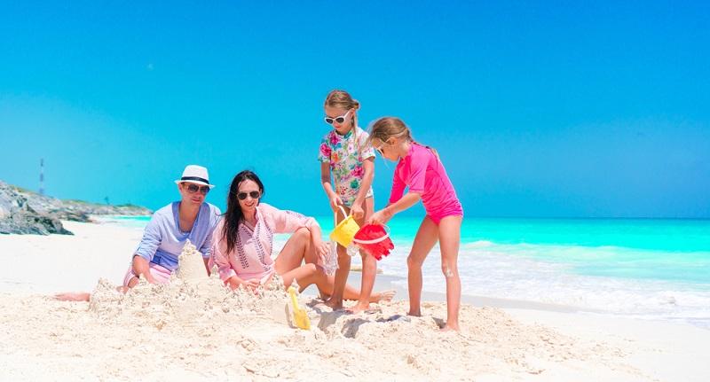 Der nächste Familienurlaub ist fällig, aber das Geld dafür fehlt? Schon für 3000 Euro lässt sich ein schöner Urlaub am Mittelmeer oder in anderen Regionen verbringen. (#03)