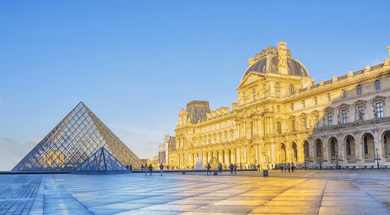 Anfang des 17. Jahrhunderts ließ es der damalige König von Frankreich, Ludwig XIII., als (überschaubares) Jagdschloss bauen. Zu der Zeit wohnten die Herrscher Frankreichs noch im Pariser Louvre. (#04)