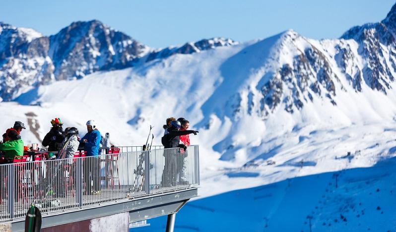 Biscarrosse im Schnee – viele Wintersportler reisen auch in den kalten Monaten an die Atlantikküste. Doch nicht jeden zieht es auf die Piste. Wie gut, dass die französische Gemeinde als ganzjährliches Freizeitparadies bekannt ist und somit für jeden Geschmack etwas zu bieten hat. (#02)