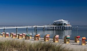 Bezogen auf Deutschland, sind die besten Reiseziele für den August daher ganz klar die Dünenlandschaften und endlosen Strände der schönen Ost- und Nordsee-Ferienorte. (#02)