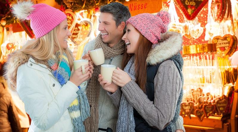 Gerade die Adventszeit bietet wunderbare Ziele für alle, die sich zu einer Busreise entschließen. Denn zu dieser Zeit werden überall die beliebten Weihnachtsmärkte veranstaltet, sodass eine Städtereise eigentlich immer möglich ist und vor allem ein tolles Ziel mit jeder Menge an Erlebnissen bietet. (#02)
