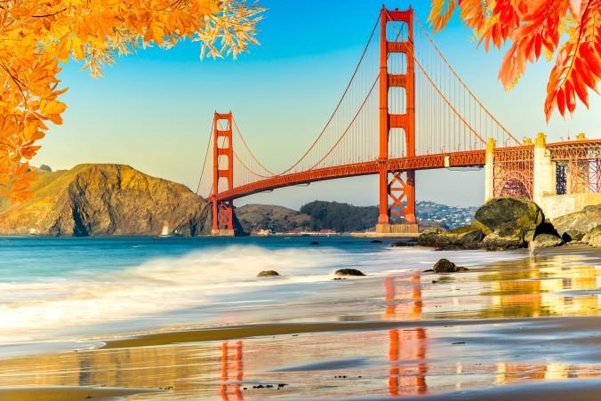 Die Golden Gate Bridge im Herbst überzeugt auch jeden Skeptiker davon, dass Kalifornien als Reiseziel im Oktober eine der besten Entscheidungen ist, wenn man sich für Urlaub in der Nachsaison entscheidet. (#4)