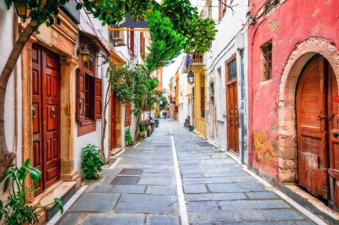 Ein wunderschönes Reiseziel für Oktober ist die Insel Kreta. Kleine Gässchen mit alten Häusern in schönen Farben, lassen das Herbstfeeling richtig aufleben - Faszination bei warmen Temperaturen. (#1)