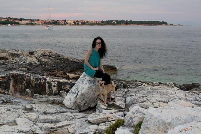 Kroatien ist vor allem durch seine zahlreichen Strandabschnitte, an denen Hunde erlaubt sind, ein beliebtes Urlaubsland für Vierbeiner. (#01)