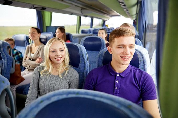 Nicht nur die Frage nach dem Omnibus und Feuerlöscher beschäftigt viele Passagiere. Auch andere Aspekte der Sicherheit an Bord spielen eine wichtige Rolle für ein entspanntes Reisen mit dem Kraftomnibus. (#03)