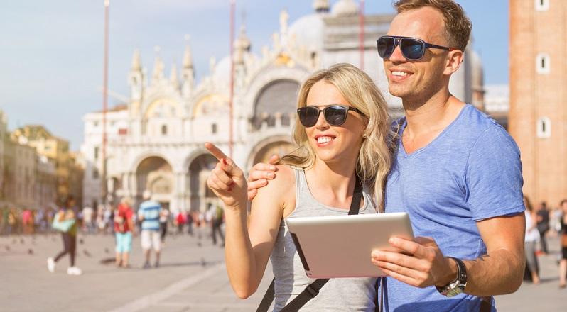 Der Reiseführer als E-Book hat viele praktische Vorteile, die den Urlaubsalltag erleichtern. (#03)