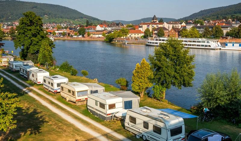 Campingplätze Deutschland: Besonders in Bayern finden sich in schönster Lage unzählige Campingplätze mit einem natürlichen Wasserzugang. (#02)