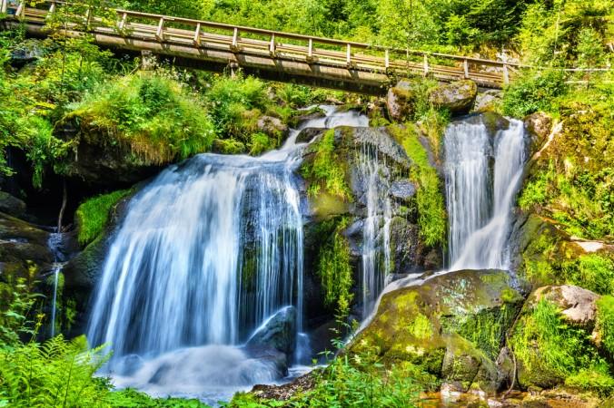 Deutschlands höchste Wasserfälle in Triberg sind ein Naturschauspiel der besonderen Art. Schäumend stürzt das Wasser 163 m hinab, entlang der sieben Fallstufen. Das ist definitiv einen Besuch wert! (#3)