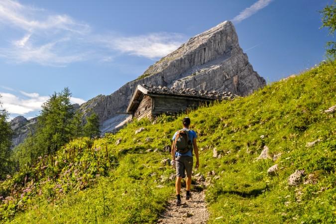 Ganz egal, in welchen Bergen Sie in Deutschland wandern: Kaufen Sie einen guten Wanderrucksack. Diesen gibt es in verschiedenen Größen und mit individuellen Funktionen z.B. Regenhüllen und integrierten Trinksystemen. (#4)
