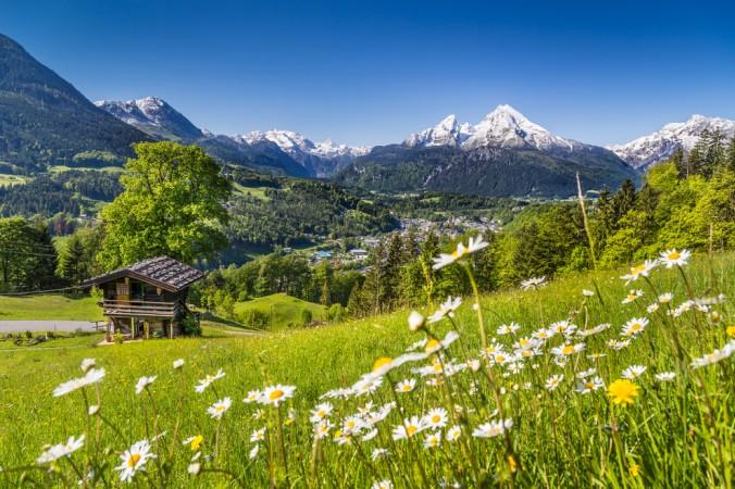 Der Watzmann ist mit 2713 Metern der höchste Berg im Berchtesgadener Land. Er gehört zu den Berchtesgadener Alpen und ist das zentrale Bergmassiv im Nationalpark. (#5)