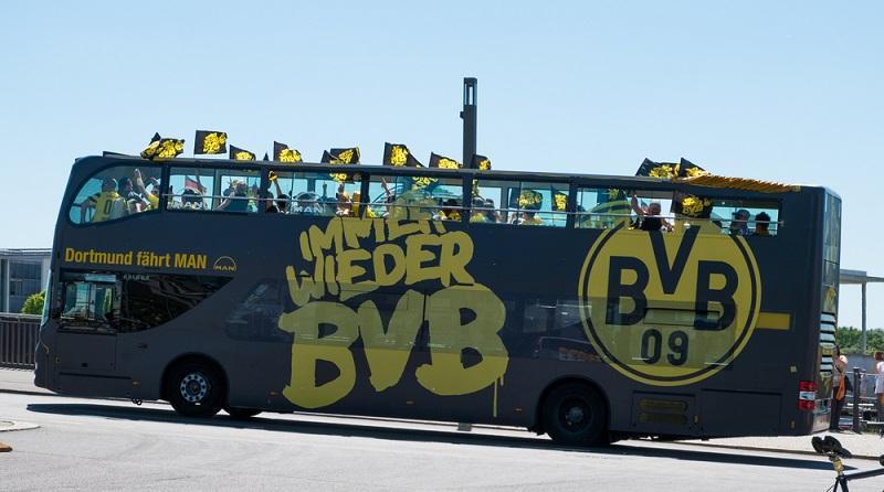 Der BVB hat viele begeisterte Fans, die jedes Spiel ihrer Mannschaft live verfolgen möchten und deshalb zu den Bundesligaspielen und internationalen Spielen reisen. (#01)
