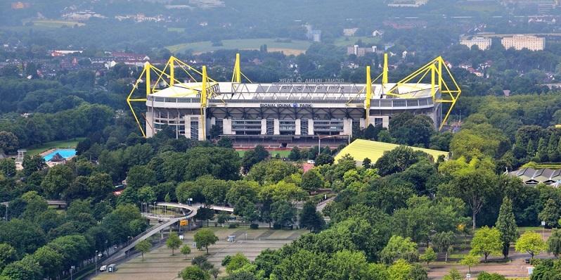 Wer einmal ein Heimspiel des BVB live erleben konnte, ist infiziert. Leider ist es gar nicht so leicht, die Heimspiele der Mannschaft zu besuchen, zumindest dann nicht, wenn man weiter weg wohnt.(#03)