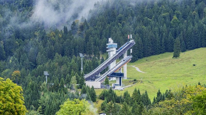Ein weiteres beeindruckendes Erlebnis ist ein Besuch der Skiflugschanze Oberstdorf – eine der größten Schanzen Deutschlands. (#04)
