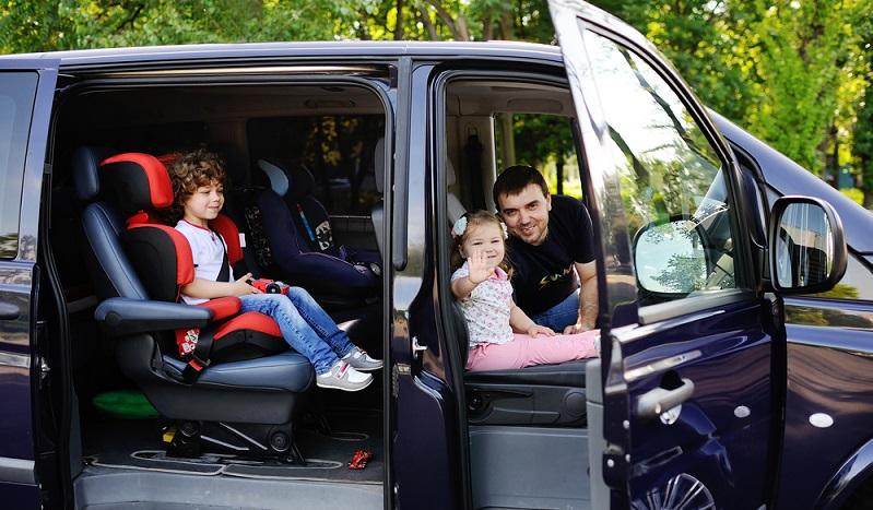 Sie kommen im Alltag mit einem 7-Sitzer zurecht? Dieser erweist sich für die Urlaubsfahrt meist als viel zu klein, denn egal, ob Sie nur fünf oder zehn Tage wegfahren. (#01)