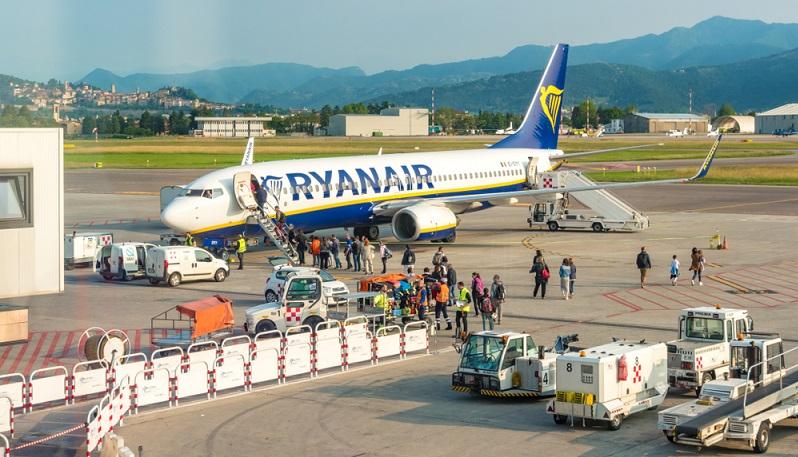 Dank Billigfliegern sind die Preise für Flugreisen in Europa stark gesunken. Daher ist es mittlerweile recht günstig, zu den beliebtesten Urlaubsorten des Kontinents zu gelangen. (#06)