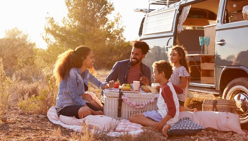 Es gibt viele preiswerte Pensionen und Hostels, in denen die Kosten deutlich niedriger sind, als in einem Hotel. Auch ein Campingurlaub stellt eine gute Alternative dar. (#07)