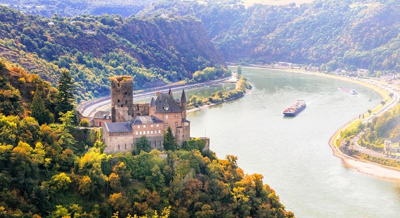 Vom Taunus bis ins Rheintal laden Burgen und Schlösser zur Besichtigung und moderne Wellness-Hotels zum entspannten Urlaub ein. (#05)