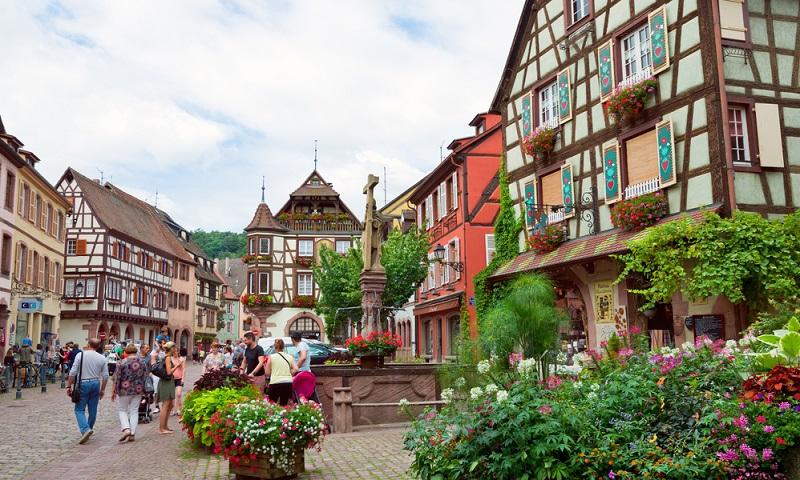 Nahe Colmar liegt dieses Dorf an der Weinstraße. Wer Romantik liebt, wird von Kayersberg mit Sicherheit begeistert sein. (#04)