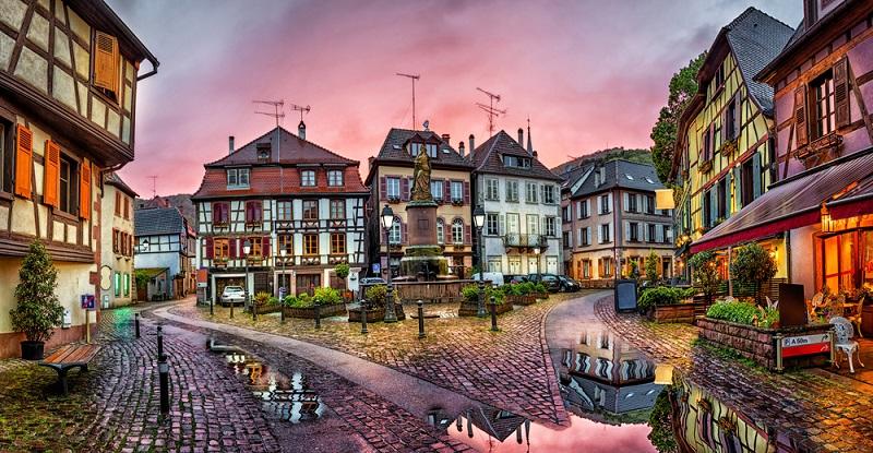 In der Fußgängerzone der Altstadt besichtigt man Fachwerkhäuser und kann durch kleine Läden bummeln oder in einem der Cafés in den Seitengassen und auf den Plätzen einkehren. (#05)