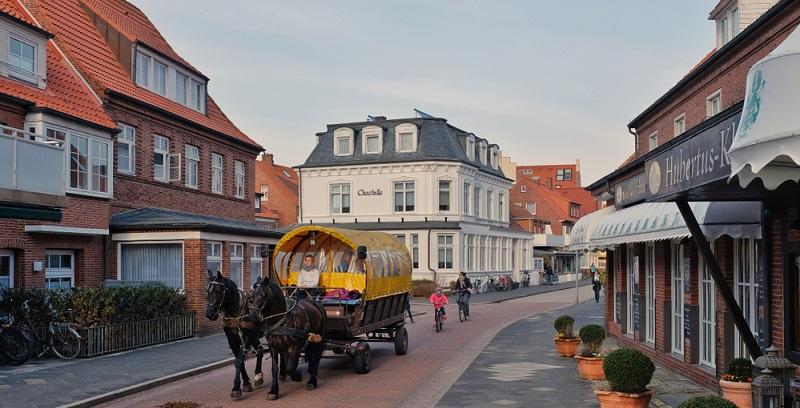 Wer auf der Suche nach schönen Reisezielen in Deutschland ist, wo er ohne Auto auskommen kann, der fühlt sich auf Spiekeroog, Langeoog, Wangerooge, Baltrum oder Juist wohl.